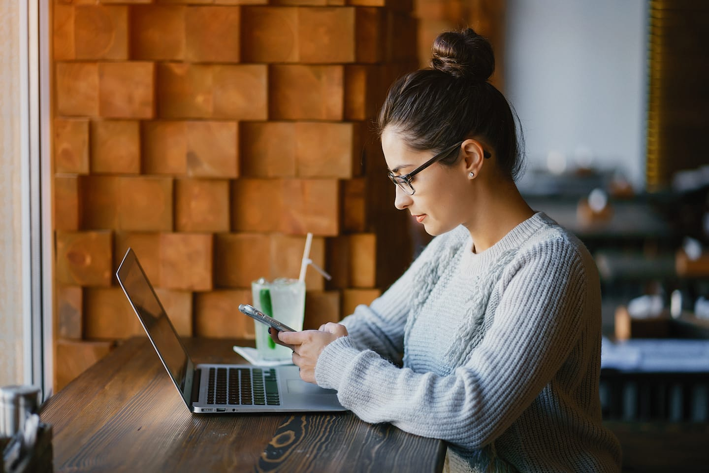 girl-working-on-a-laptop-at-a-restaurant-LP9X5KM